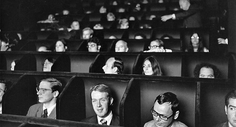 Invisible Cinema, Bir Film İzleme Makinesi